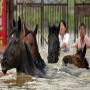 36 incredible pictures of floods in China